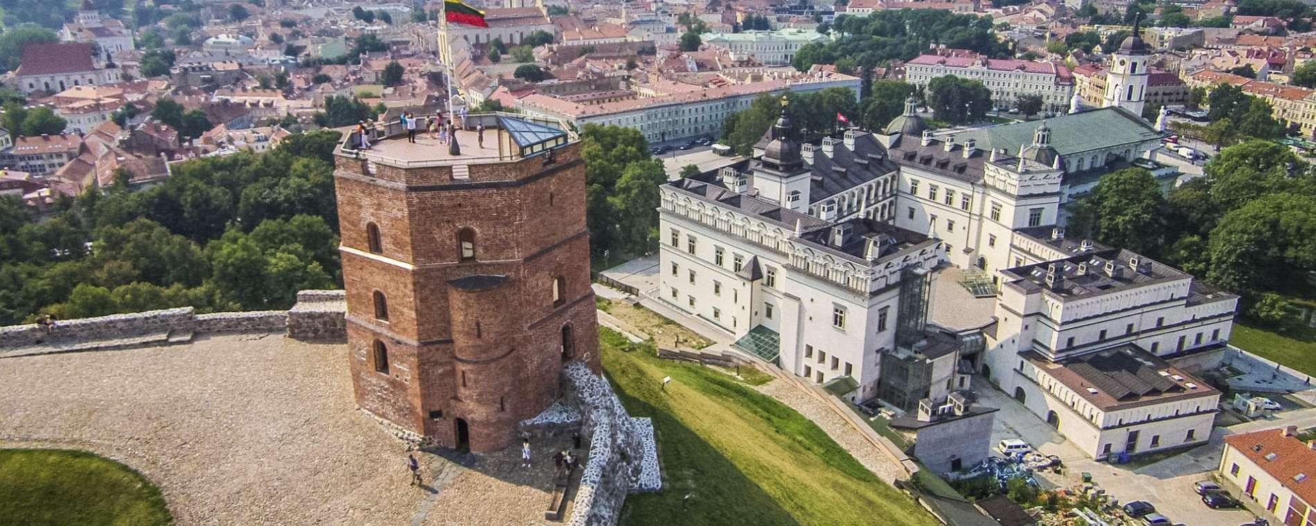 Картинки по запросу башня гедимина вильнюс